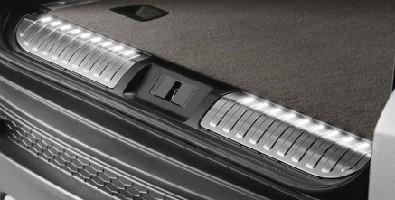 Накладка на порог багажного отделения с подсветкой, черная